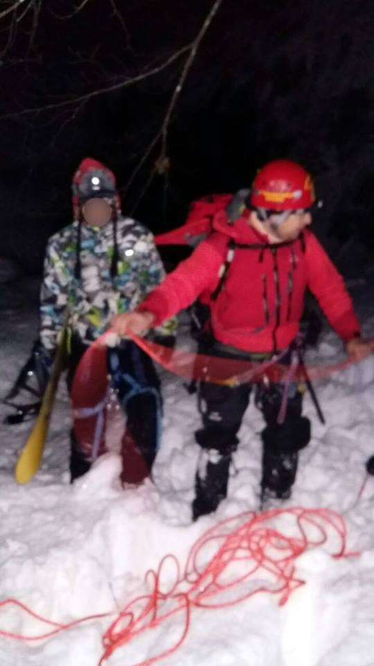 skier3 ZTZrs - Τα φωτογραφικά ντοκουμέντα από τη διάσωση του σκιέρ στο Ελατοχώρι