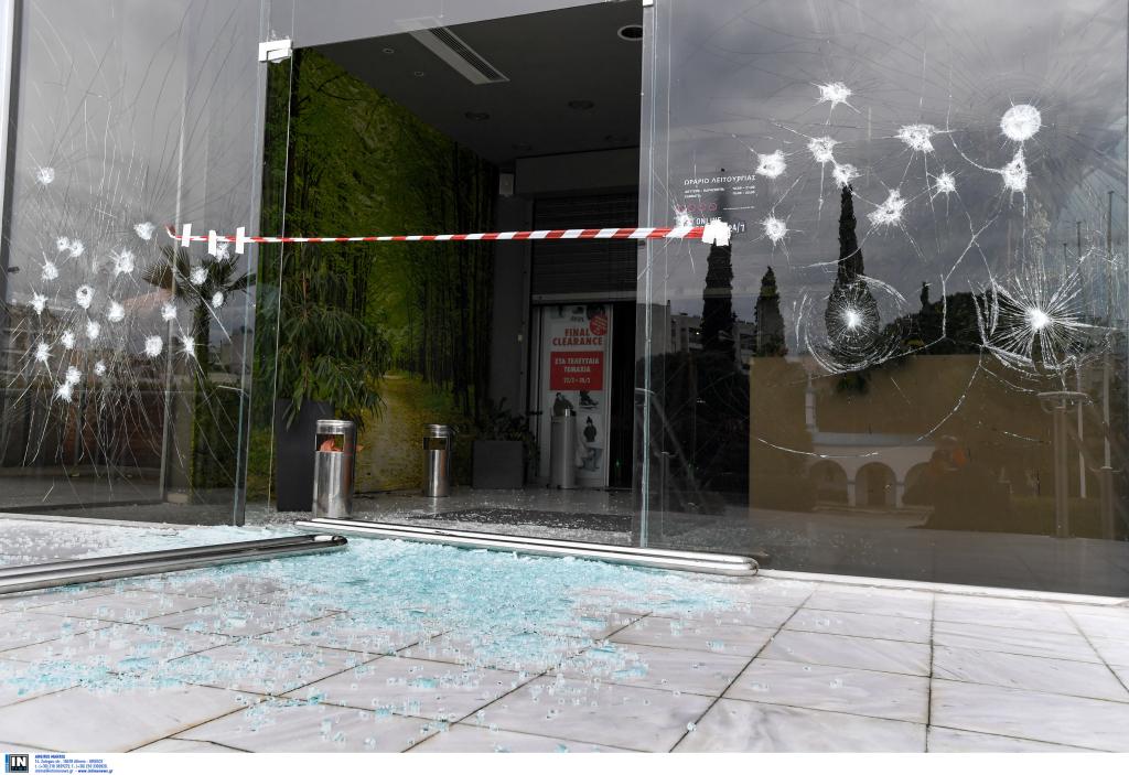 94c6ba9767 Επίθεση του Ρουβίκωνα σε πολυκατάστημα των Αθηνών (βίντεο και ...
