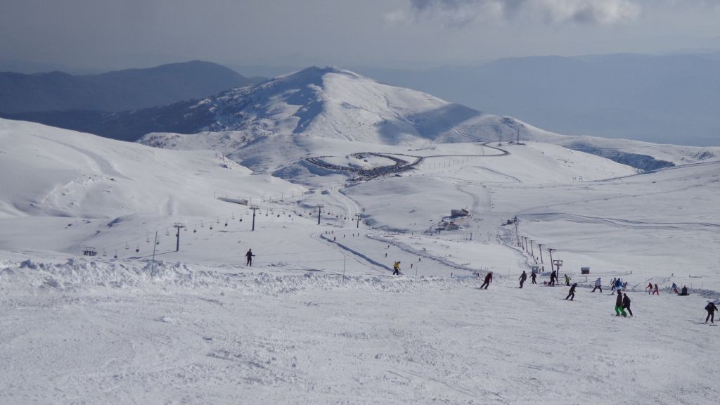 skiing-at-kaimaktsalan.jpg