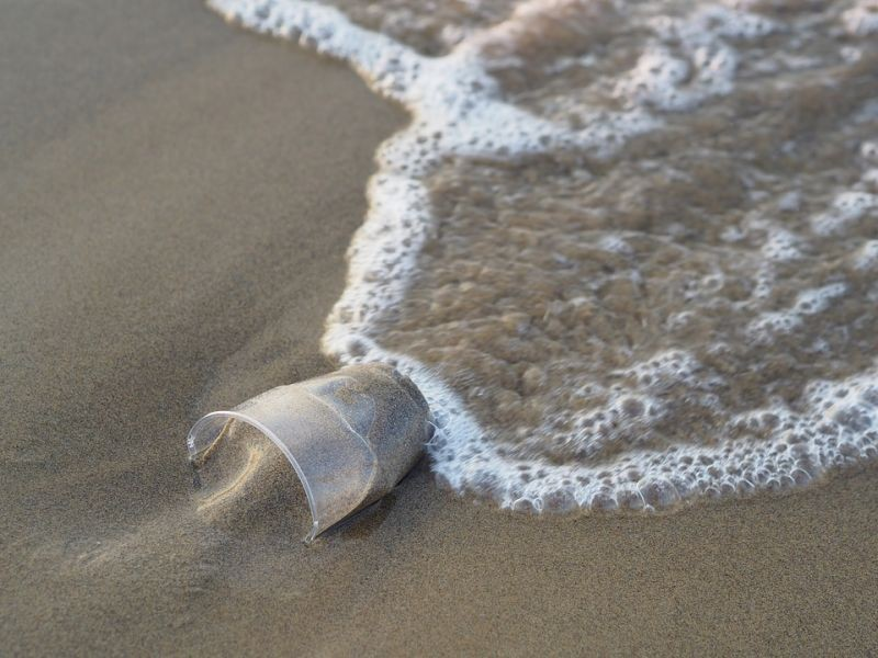 plastiko-potiri-thalassa.jpg