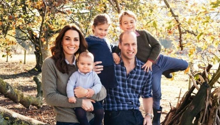 Καλά Χριστούγεννα με τις κάρτες της βρετανικής βασιλικής οικογένειας