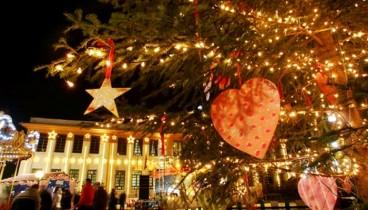 Φωταγωγείται απόψε το χριστουγεννιάτικο δέντρο της Καλαμαριάς