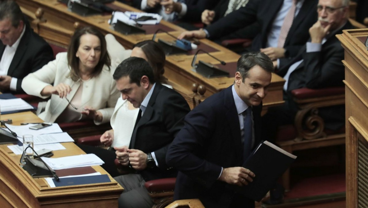 Προεκλογική κόντρα Τσίπρα - Μητσοτάκη στη Βουλή