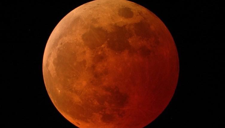 Ξημερώματα Δευτέρας η μοναδική ορατή σεληνιακή έκλειψη της επόμενης πενταετίας