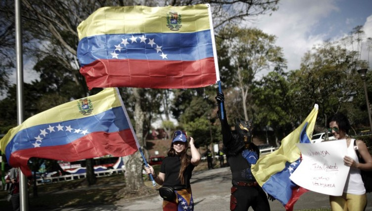 Σφίγγει ο αμερικάνικος κλοιός γύρω από τη Βενεζουέλα