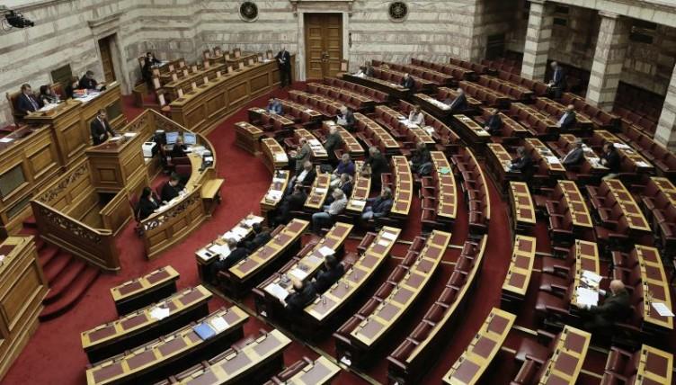 Προκλητική Χ.Α στη Βουλή: Ο μοναδικός εκλεγμένος από το λαό ΠτΔ είναι ο Γεώργιος Παπαδόπουλος
