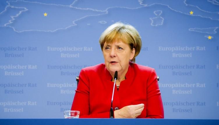 Η Μέρκελ υπέρ της δημιουργίας «ενός αληθινού ευρωπαϊκού στρατού»
