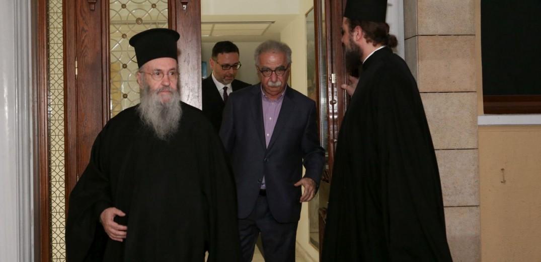 Με την ειδική επιτροπή διαλόγου της Εκκλησίας συναντάται ο Γαβρόγλου