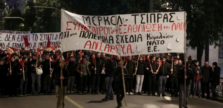 Σε εξέλιξη πορεία στο κέντρο της Αθήνας κατά της επίσκεψης Μέρκελ