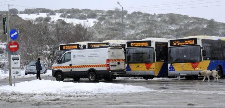 Προβλήματα στις γραμμές του ΟΑΣΘ από τη χιονόπτωση
