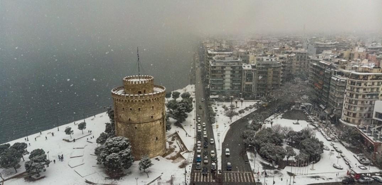 Θεσσαλονίκη: Σπασμένα υδρόμετρα, ασταμάτητη λειτουργία στους λέβητες και περισσότεροι από 15 απεγκλωβισμοί εξαιτίας της κακοκαιρίας