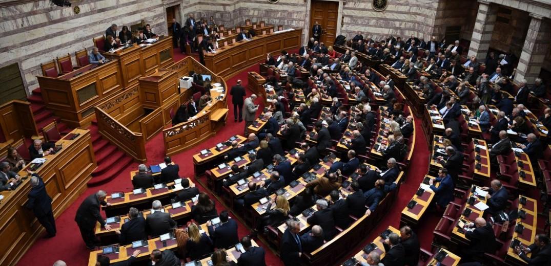 Βασικό θέμα της αντιπαράθεσης: η δεσμευτικότητα της επόμενης Βουλής από την παρούσα