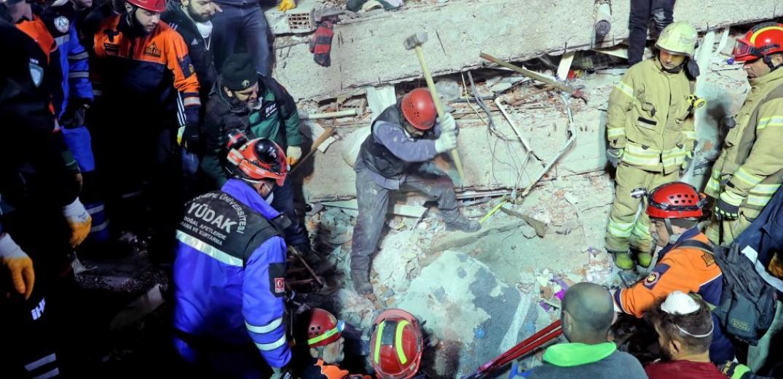 Τουρκία: Στους 17 οι νεκροί από την κατάρρευση πολυκατοικίας