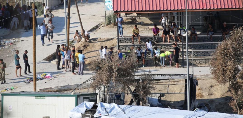 Ύποπτος φάκελος και στο κέντρο προσφύγων στη Μόρια