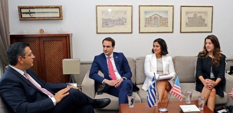 Συνάντηση Τζιτζικώστα με αξιωματούχους του Λευκού Οίκου