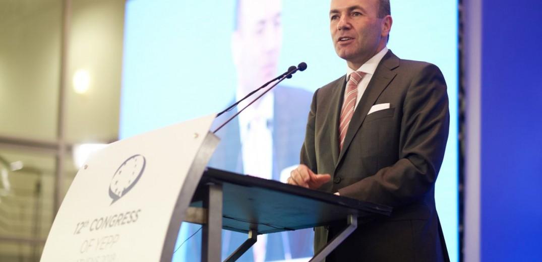Ο Μάνφρεντ Βέμπερ εξελέγη επικεφαλής της ευρωπαϊκής δεξιάς