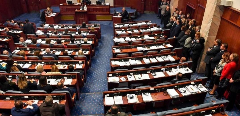 Η Βουλή των Σκοπίων ενέκρινε την τροπολογία του συντάγματος