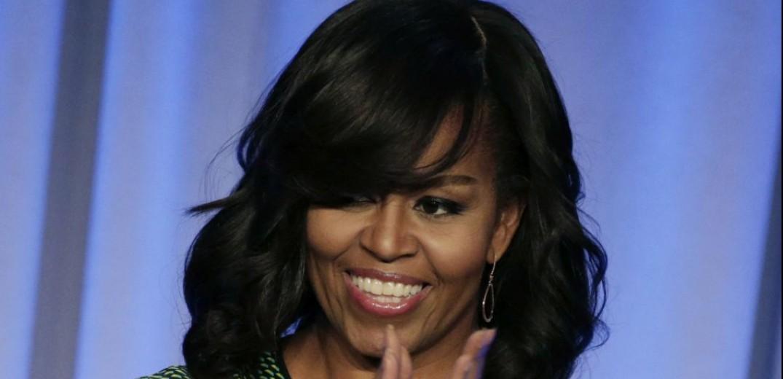 """Ανάρπαστο γίνεται """"Becoming"""" της Μισέλ Ομπάμα"""