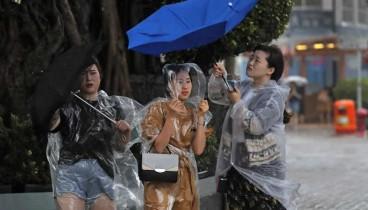 Τυφώνας σαρώνει την Ιαπωνία