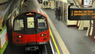 Βρετανία: Μητέρα και παιδί έπεσαν στις ράγες του μετρό - Ανασύρθηκαν σώοι