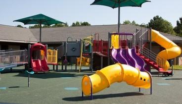 Συντηρήσεις και επισκευές σε σχολεία και παιδικές χαρές