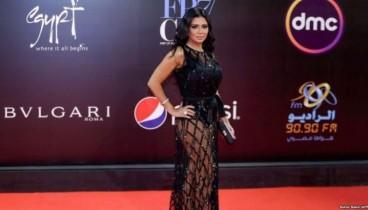 """Αίγυπτος: Αποσύρθηκαν οι μηνύσεις για τη """"γυμνή τραγουδίστρια"""""""