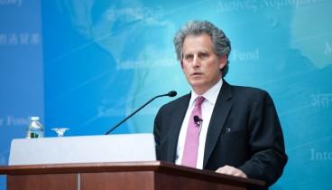 Σύννεφα πάνω από την παγκόσμια οικονομία βλέπει το ΔΝΤ