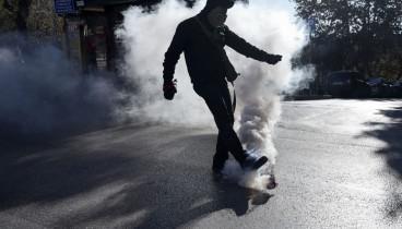Θεσσαλονίκη: Μολότοφ, πετροπόλεμος και δακρυγόνα στην πορεία για τον Γρηγορόπουλο (Φωτ., βίντεο)