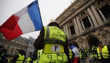 """Επέστρεψαν στους γαλλικούς δρόμους τα """"Κίτρινα Γιλέκα"""""""