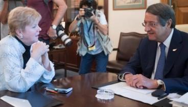 Κυπριακό: Καθοριστικές συναντήσεις της Τζέιν Λουτ με Αναστασιάδη και Ακιντζί