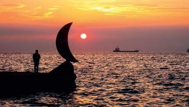 «Φεγγαράκι» στη θάλασσα... και όχι στην ακτή