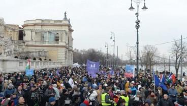 """Ούγγροι διαδηλωτές: """"Αρκετά πια"""""""
