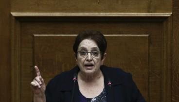 Παπαρήγα στη Βουλή: Ο Τσίπρας σηκώνει το χέρι του απέναντι στο λαό