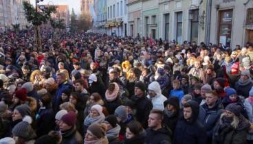 Πολωνία: Χιλιάδες άνθρωποι στην κηδεία του δολοφονηθέντος δημάρχου του Γκντανσκ