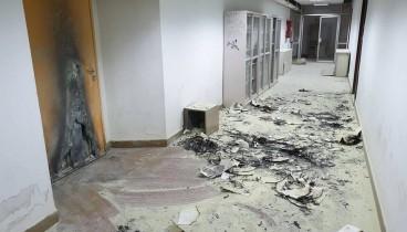 """Στάχτη και χάος άφησαν πίσω τους """"επισκέπτες"""" του Πολυτεχνείου (photos)"""