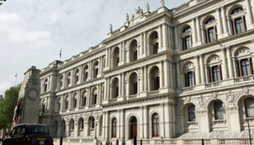 """Ηνωμένο Βασίλειο: Καλωσορίζουμε θερμά τις συνταγματικές αλλαγές στη """"μακεδονική"""" Βουλή"""