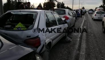 Καραμπόλα εννιά οχημάτων στη Μουδανίων (photos)