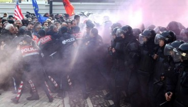 Αλβανία: Τραυματίες στη διαδήλωση μπροστά από το κυβερνητικό κτήριο (ζωντανή μετάδοση)