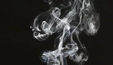 Έρευνα: Οι συσκευές θέρμανσης καπνού προκαλούν ίδια προβλήματα με το τσιγάρο στους πνεύμονες