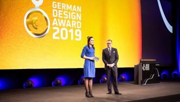 Διεθνές βραβείο για τους dolphins communication design