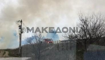 Σε εξέλιξη φωτιά στην ε.ο. Θεσσαλονίκης - Μουδανιών