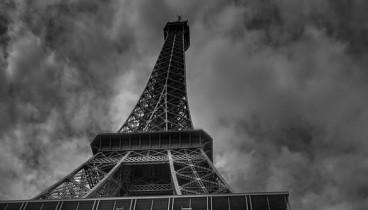Παρίσι: έρευνα από την αστυνομία για τον εντοπισμό βόμβας σε ύποπτο όχημα