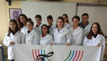 Μαθητές γυμνασίου από τις Σέρρες δημιούργησαν την πρώτη... μουσική οδοντόβουρτσα