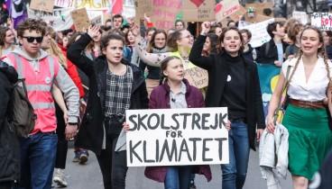 """""""Σταματήστε να αρνείστε ότι η Γη πεθαίνει"""" λέει το μαθητικό κίνημα υπό την καθοδήγηση μιας 16χρονης"""