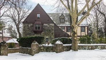 """Πωλείται το σπίτι του """"Νονού"""" στη Νέα Υόρκη"""