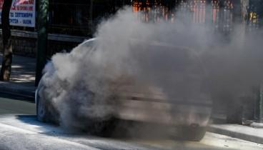 Θεσσαλονίκη: Κάηκε ολοσχερώς ΙΧ στον δρόμο προς Ασβεστοχώρι