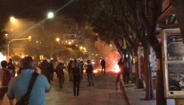 Θεσσαλονίκη: Δακρυγόνα και μολότοφ έξω από τα γραφεία του ΣΥΡΙΖΑ (βίντεο)-Προς το ΥΜΑΘ κινήθηκαν οι ταραξίες