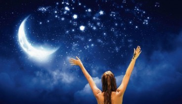 Νυχτερινό κολύμπι με φόντο τα αστέρια στις Συκιές