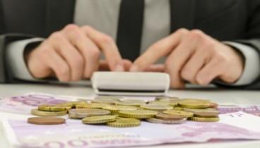 ΣΕΒ: Κάθε Έλληνας χρωστά 29.700 ευρώ στους δανειστές