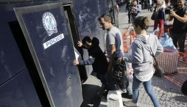 Σε εξέλιξη η μεταφορά μεταναστών από την Αριστοτέλους στα Διαβατά